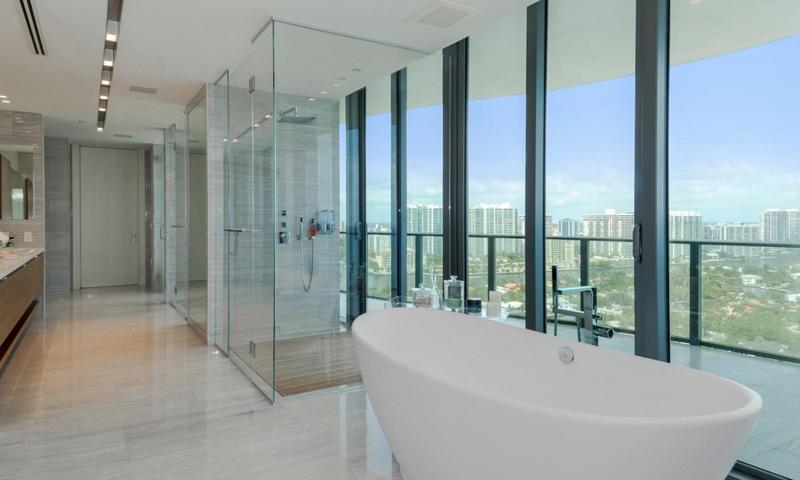 10-Regalia-Bathroom