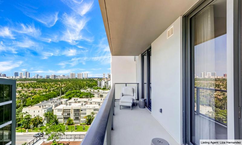 16-Aventura-Park-Square-Balcony-2019