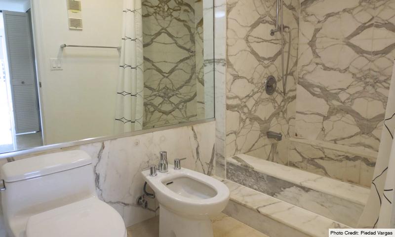 13-Commodore-Club-West-Bathroom