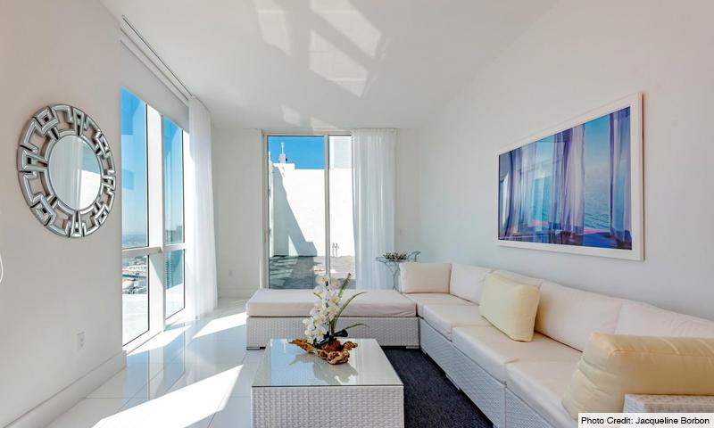 10-Vizcayne-South-Living-Room