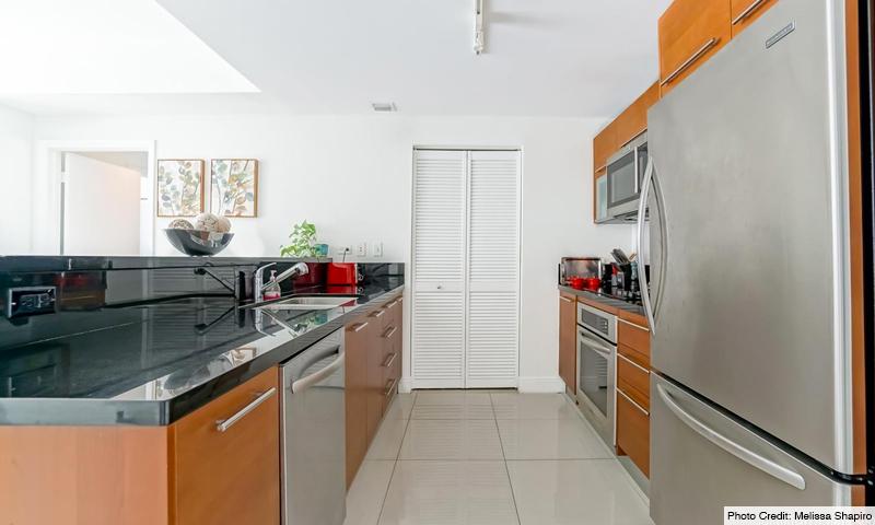 12-Vizcayne-South-Kitchen