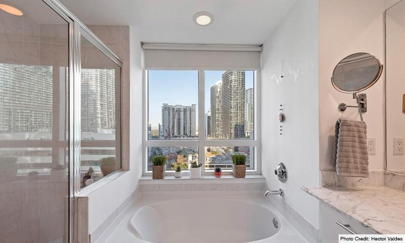 14-Plaza-on-Brickell-West-Bathroom