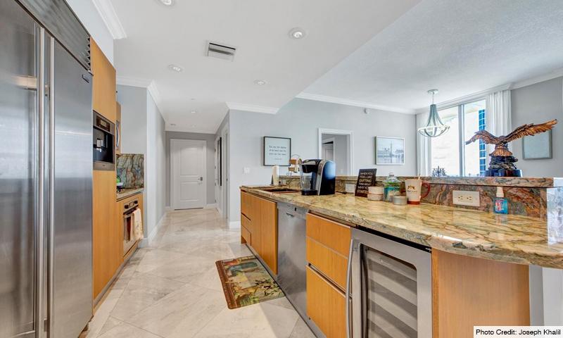 13-1060-Brickell-Avenue-East-Kitchen