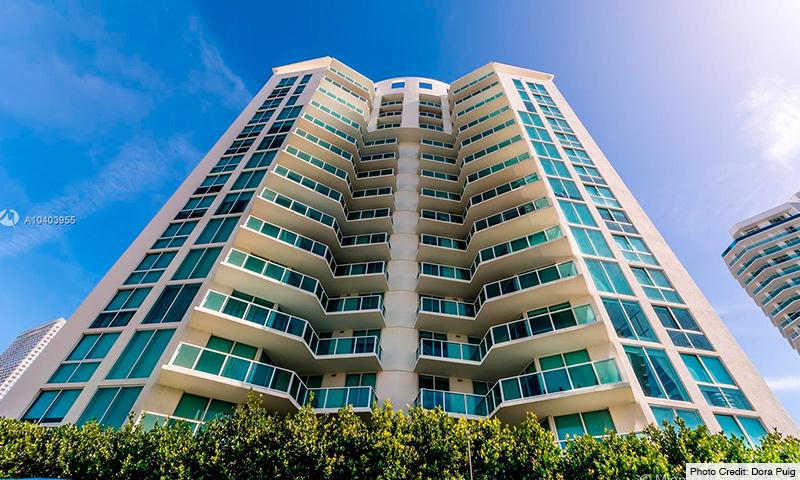 02-St-Tropez-2021-Building