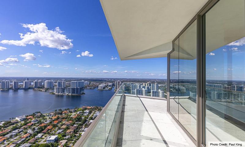 17-Armani-Residences-2020-Balcony