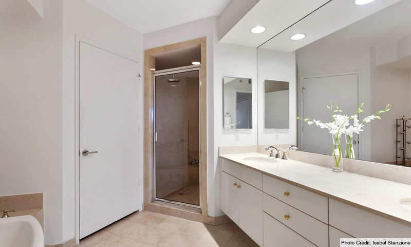 14-Ocean-Club-Lake-Tower-Bathroom