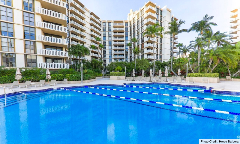 07-The-Towers-of-Key-Biscayne-Pool