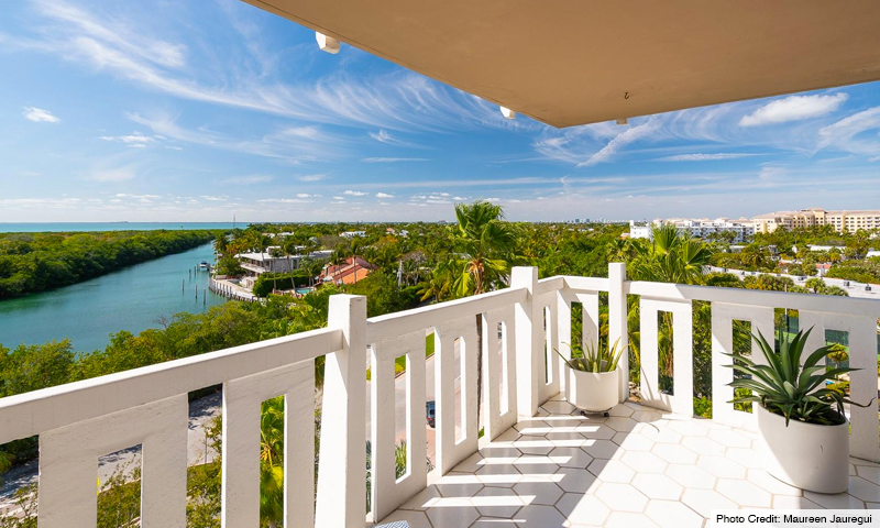 17-The-Towers-of-Key-Biscayne-Balcony