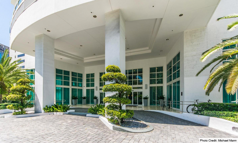 04-Plaza-on-Brickell-West-Entrance