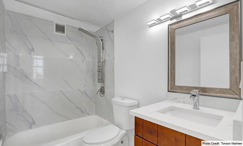 16-Four-Ambassadors-II-Bathroom