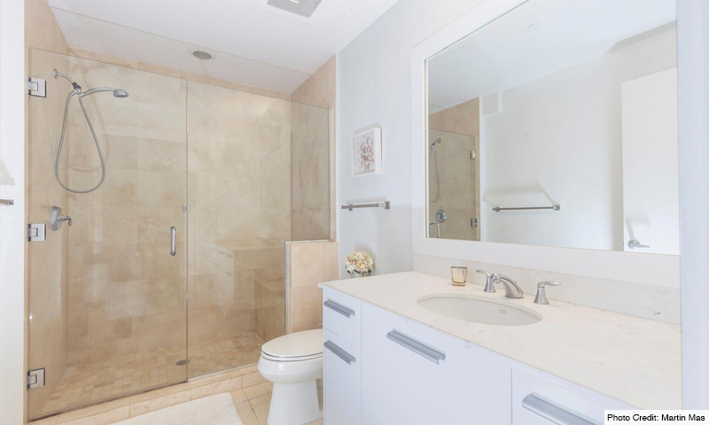 15-1060-Brickell-Avenue-East-Bathroom