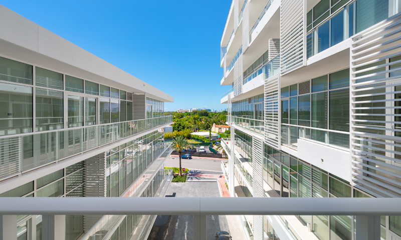 16-Ritz-Carlton-Miami-Beach-Balcony-2020