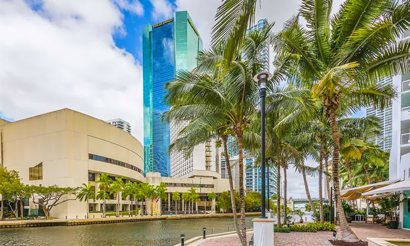 Brickell-on-the-River-North-River