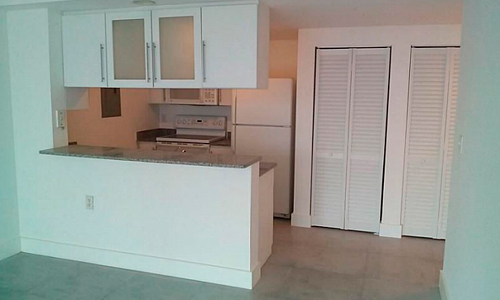 1800-Biscayne-Plaza-Kitchen