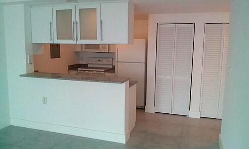 1800-Biscayne-Plaza-Kitchen