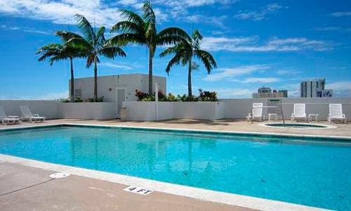 1800-Biscayne-Plaza-Pool
