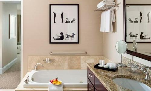 Fontaine-Bleau-II-Bathroom
