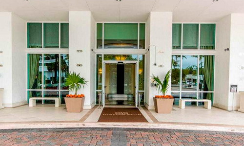 Hamptons-South-Entrance