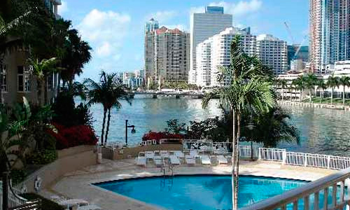 01-Courts-at-Brickell-Key-Pool