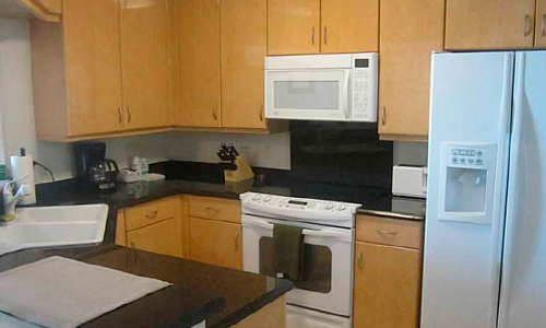 06-Courts-at-Brickell-Key-Kitchen