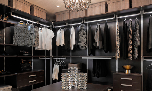 06-Prive-Island-Walking-Closet