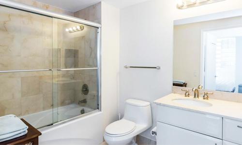 akoya-bathroom