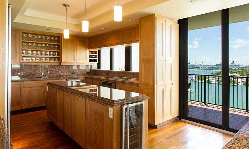 1000-venetian-way-kitchen