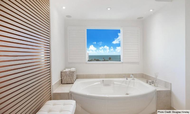 11-Ocean-Club-Club-Tower-III-Bathroom
