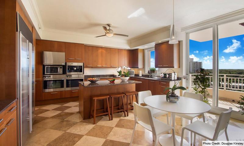 11-Ocean-Club-Ocean-Tower-I-Kitchen