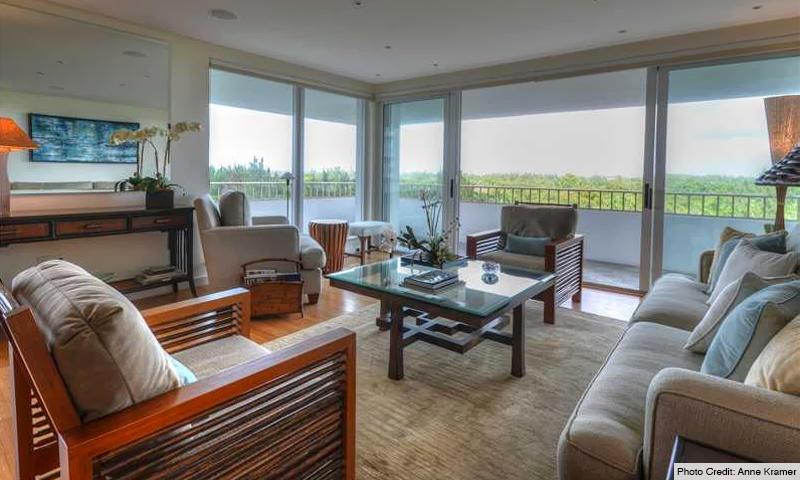 10-Commodore-Club-East-Living-Room