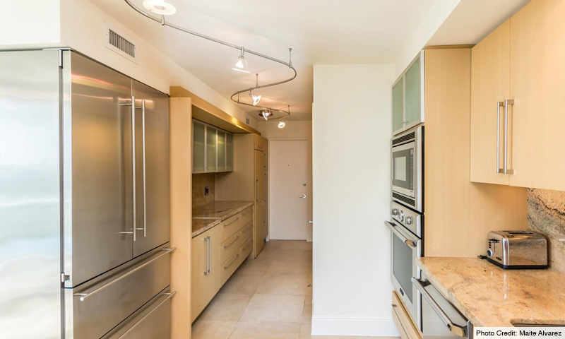 10-Sands-of-Key-Biscayne-Kitchen
