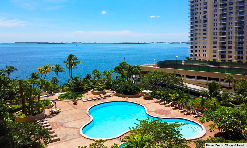 06-Brickell-Key-One-Pool