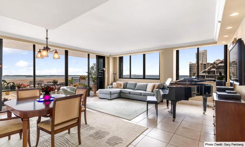 09-Brickell-Key-II-Living-Room