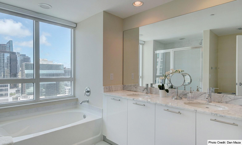 14-Plaza-on-Brickell-North-Bathroom