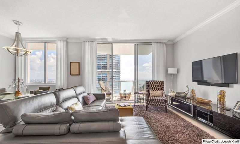 09-1060-Brickell-Avenue-East-Living-Room