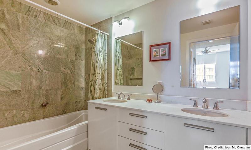 16-1060-Brickell-Avenue-West-Bathroom
