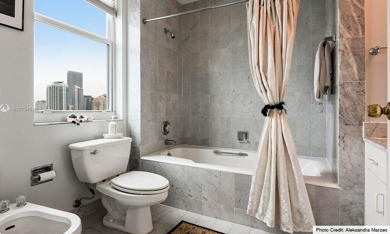 09-St-Louis-Brickell-Key-Bathroom