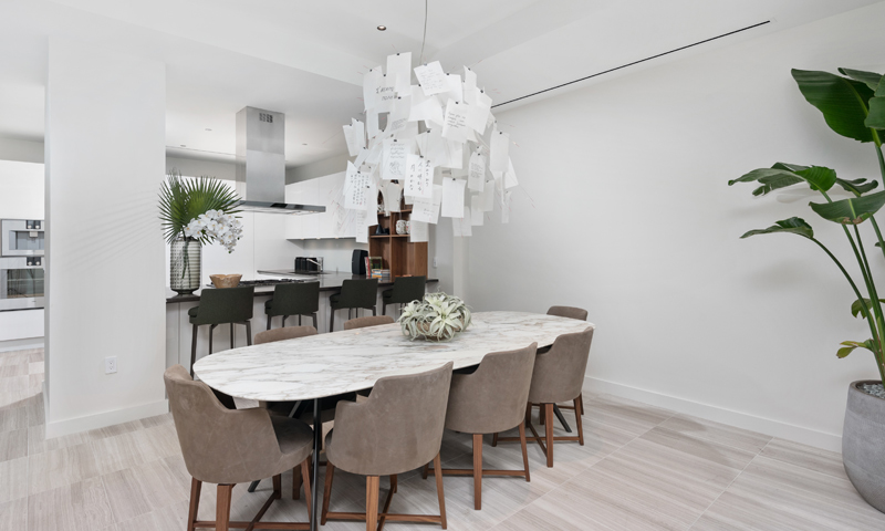 15-Ritz-Carlton-Miami-Beach-Dining-Area-2020