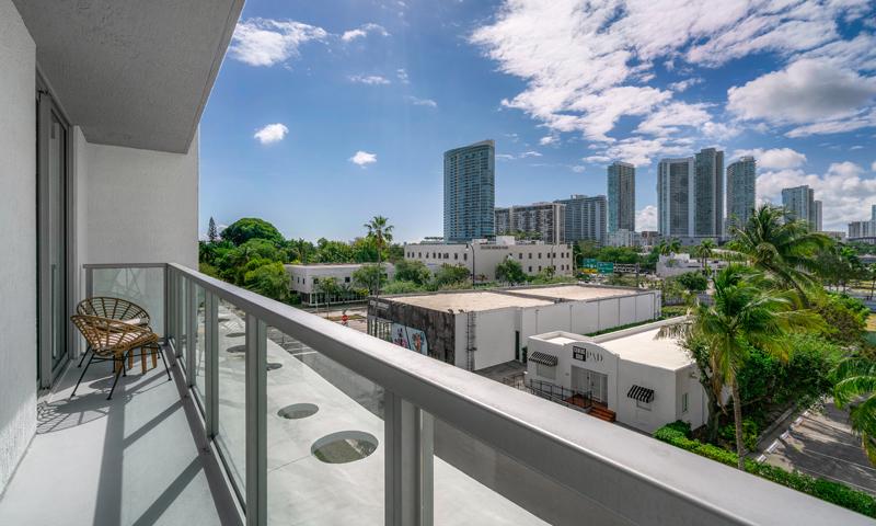 23-Quadro-Balcony-2020
