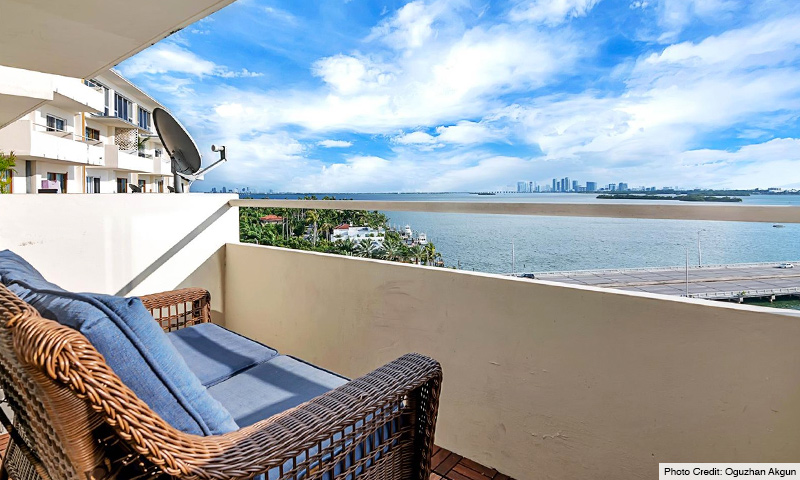 07-Bayshore-Yacht-and-Tennis-Club-Balcony